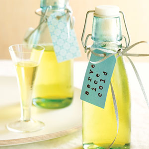 DIY-Limoncello-Wedding-Favors